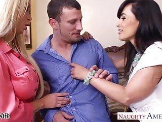 Big Boobs von Studio Private Naughty America heiße Frauen Lisa Ann Und Nikki Benz Teilen eines großen Schwanzes