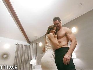 Hot Wife von Studio Blacked Adult Time heiße Frau Alexis Fawx cucks u mit Polizist!