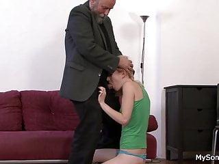 Old-n-young My Sons GF älterer Mann jüngere Frau oralen Austausch