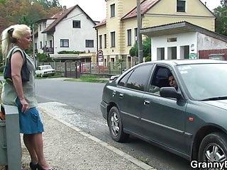 Old-n-young Granny Bet alte Oma wird abgeholt und gefickt