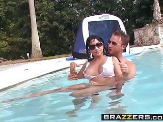 Brazzers große Titten im Sport - Abella Anderson Levi Cash - Wasserball