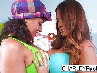 Charley Chase XXX Charley Chase und Allison Moore miteinander spielen