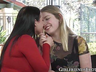 Lesbian von Studio Private Girlfriends Films Giselle Palmer Angela White vollbusige lesbische hottie leckt süße Muschi ihres Liebhabers