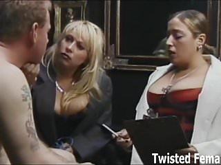 Twisted Females Carmen Valentina wir werden euch über Demütigung und Schmerz belehren