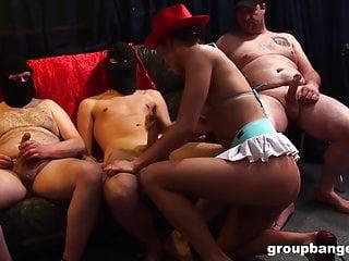 Young von Studio Sinsational Group Banged deutsche Cowboy-Party mit einem jungen Babe und einem Haufen Stollen