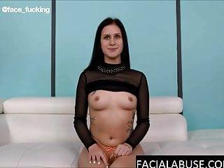 Face Fucking Channel 20-jähriger Debütant bricht nach Facefucking & Anal zusammen