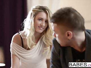 Babes Network Babes - nikolas und Jessi Gold - lässt sich ausziehen