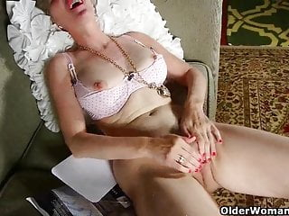 Nylons von Studio Third Degree Older Woman Fun Nylon schickt Mama in einen Masturbation Raserei Raserei