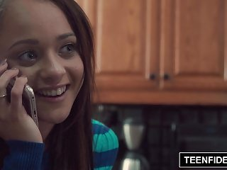 Teen Fidelity teenfidelity Holly Hendrix handelt Analsex, um schwanger zu werden