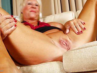 Big Boobs von Studio Private Mature NL Oma alt und verrückt und hungrig für ficken