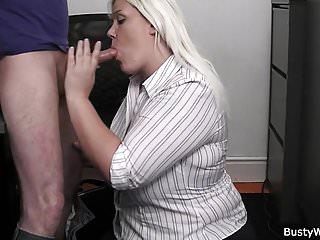 Big Boobs von Studio Private Busty Work arbeitenblonde Frau nimmt Bass Schwanz von hinten