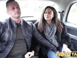 Fake Hub Fake Taxi geile französische Frau teilen Taxi Rücksitz Dreier