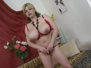 Big Boobs von Studio Private Mature NL große Brust Mutter fla mit hungrigen alten Cunt