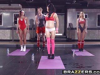 Big Boobs von Studio Private Brazzers - große Titten im Sport - Sophia Laure und Danny D - s