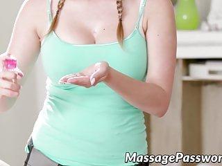 Massage Password Quinn Wilde und Penelope Reed massieren und lecken Skinnys
