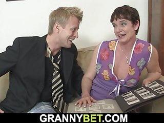 Granny Bet alte Oma liebt saugen und Reiten seinen großen Schwanz