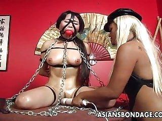 Busty von Studio Nubile Films Asians Bondage asiatische vollbusige Brünette hat eine gefesselte sex-session