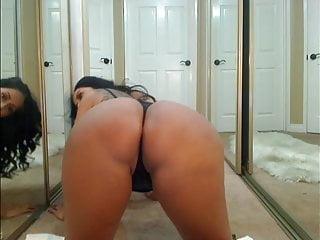Big Boobs von Studio Private Hot 4 MILF Kiara Mia hot milf zeigt ihren großen Hintern