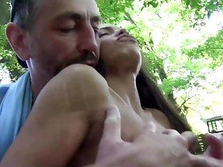 Nightclub Videos Ihr erster dreier outdoor im Wald