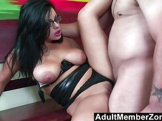 Busty von Studio Nubile Films Babes Adult Member Zone Liv Wylder adultmemberzone - eine Massage bekommt diese vollbusige Babe geil wie fu