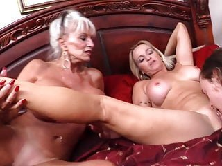 Big Boobs von Studio Private Sally D'angelo Mutter und Oma mit Junge