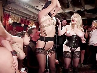 X Group Sex Kink Karlee Grey Aiden Starr bdsm swingers orgie mit Glitzer & Elektro Schläge