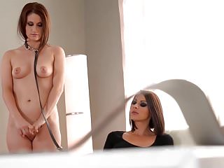 Lesbian von Studio Private House Of Taboo Luxus-Domina Cindy Hope fickt ihre Sklaven Arschloch