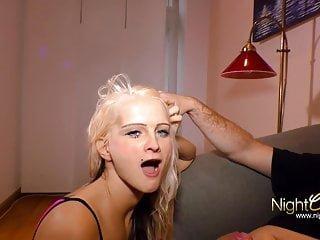 Nightclub Videos Mia Bitch Blonde piercing Teen Fotze braucht deine Ladung Sperma