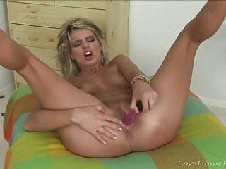 Playing With von Studio Anarchy Love Home Porn Joleyn Burst einsame babe stöhnt beim Spielen mit einem Spielzeug
