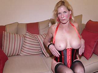 Housewives von Studio Trans Angels Mature NL britische Hausfrau Molly Maracas Fütterung ihrer Cunt