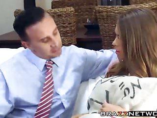 Brazzers Babysitter Jill Kassidy wird beim Masturbieren erwischt, indem Keiran Lee