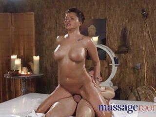 Big Tits von Studio Foxy Media Massage Rooms Channel Massageräume große Titten russisch Anna Polina geölt und reiten