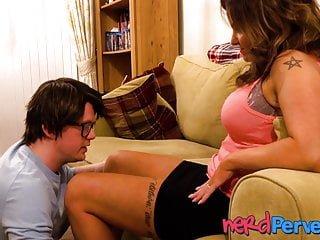 Young von Studio Sinsational Nerd Pervert große Brust junge Frau in ficken ein Fake Agent