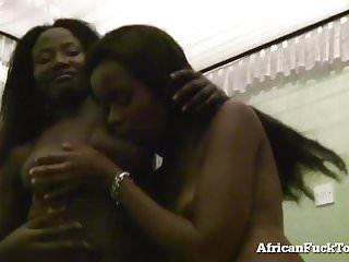 Girls von Studio Fleshlight African Fuck Tour Dreier mit 2 echten afrikanischen Mädchen!
