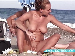 Shaved von Studio Third Degree Amateur Beach Channel rasierte pussy nah nah an nudist strand voyeur amateurs video