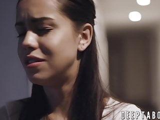 Pure Taboo Babysitter Alina Lopez während des Einsatzes gehämmert und cremig