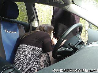 Cum Drinking Wife slutwife gefickt von Fremden in ihrem Auto
