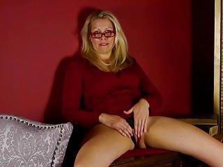 Big Boobs von Studio Private Mature NL Raquel Sultra reife Hausfrauen mit sehr hungrigen Skinnys