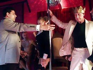 Big Boobs von Studio Private X Group Sex Dampfende Orgie findet in einem Stripclub statt