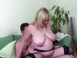 Big Boobs von Studio Private Old-n-young Mature NL große Brust alte Mama genießen junge große schwanz