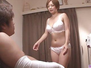MILF POV von Studio White Ghetto Films Ferame Milf Meguru Kosaka saugt Schwanz und 69er in pov - mehr bei slurp