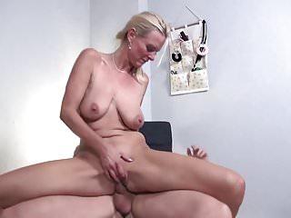 Taboo von Studio Hustler Old-n-young Mature NL Mütter und Omas bekommen Tabu-Sex mit Jungen
