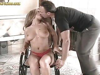Big Tits von Studio Foxy Media Sexfilms leah bekommt anal geschlagen