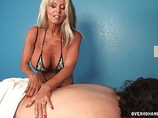 Huge Tits von Studio Elegant Angel Over 40 Handjobs Sally D'angelo Reife Masseurin handjob
