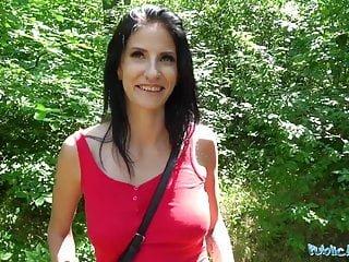 Busty von Studio Nubile Films Fake Hub Sabrina Deep public agent vollbusige geile dame wird in den Wäldern für c gefickt