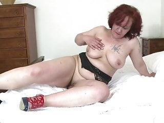 Big Butt von Studio Third Degree Mature NL alte Oma mit großen Hintern und hungrige zierlich
