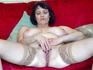 Big Tits von Studio Foxy Media Mature NL gealterte Mutter mit großer natürlicher Brust