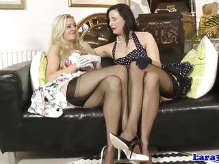 Lesbian von Studio Private Laras Playground Sapphire Blue Lara Latex british glamour milf in dessous lez spaß