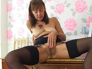 Mature NL Oma alt, aber immer noch heiß will groben Sex