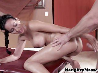 Busty von Studio Nubile Films Babes Brazzers vollbusige massage babe Isis Love pussyfucked